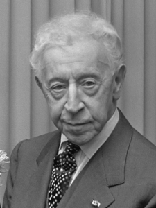 Arthur Rubinstein in 1971. Source: Wikipedia (CC BY-SA 3.0). Click to enlarge.